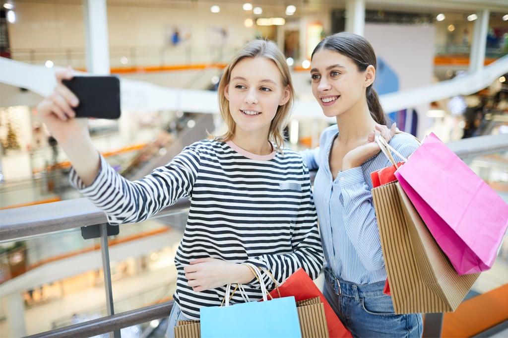 millennial-shoppers-mall